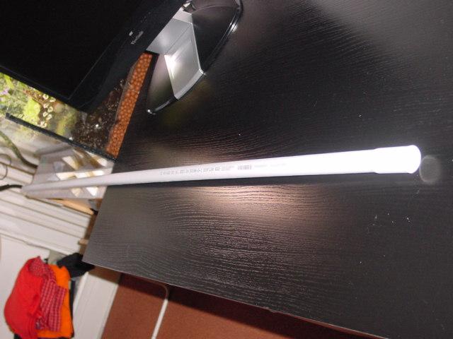 tube en PVC de longueur 2 mètres et de diamètre 2,5 centimètres